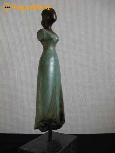 bronzen beeld vrouw-danseres