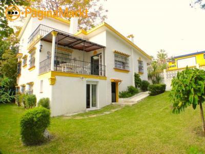 Uitstekende villa te koop in Nueva Andalucia