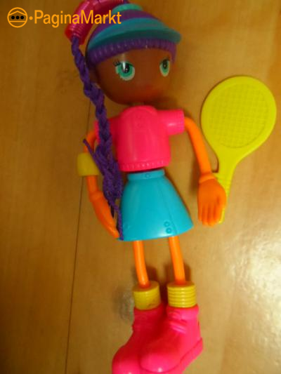 Betty Spaghetti met tennisracket