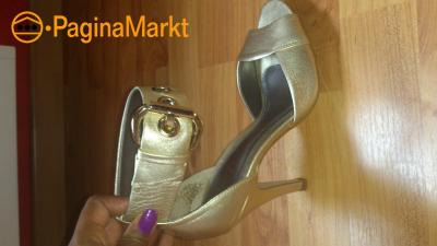 goudkleurige pumps