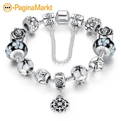 Zilveren bedels en armbanden