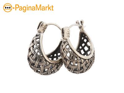 Zilveren oorringen uit Bali in vorm van basket
